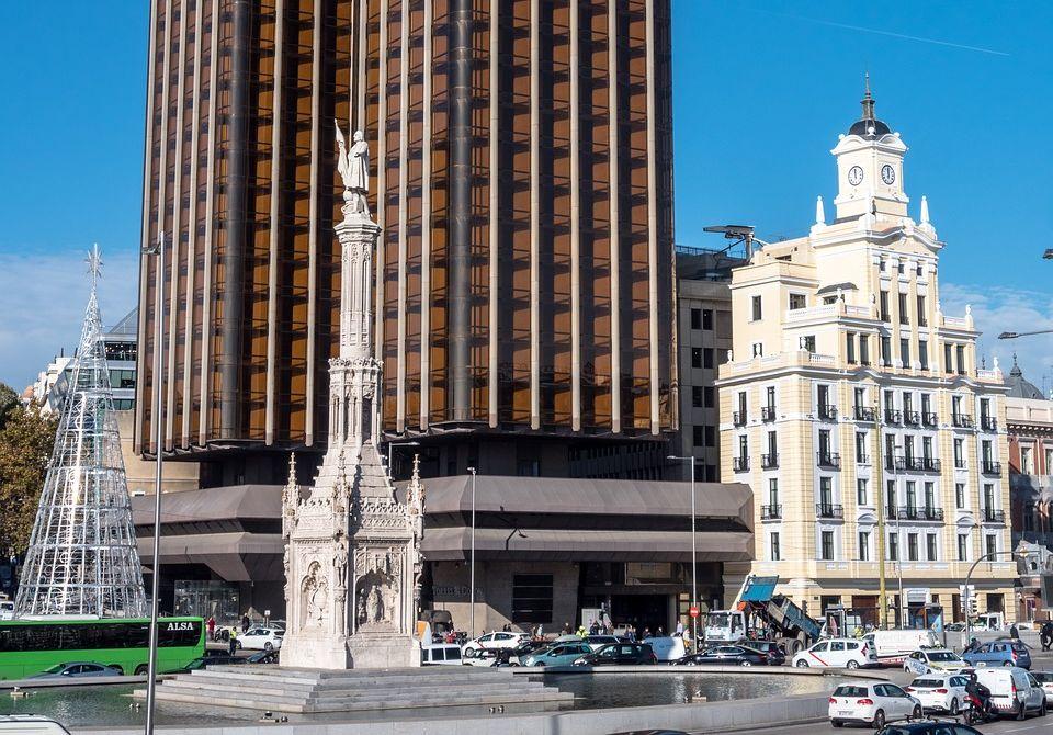 vista de la plaza de colon en madrid