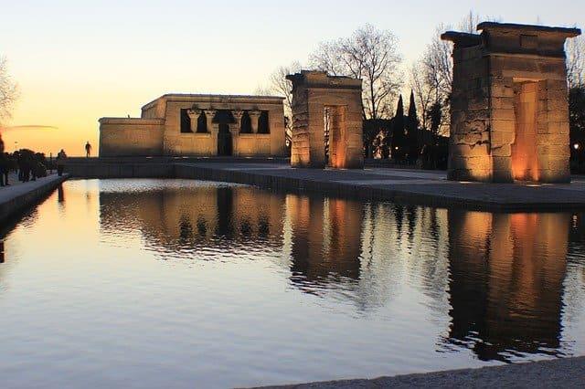 vista del templo de debod en madrid